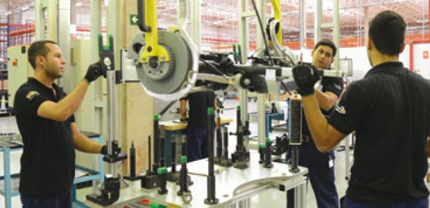 ZF instala unidade dentro da planta da Mercedes-Benz