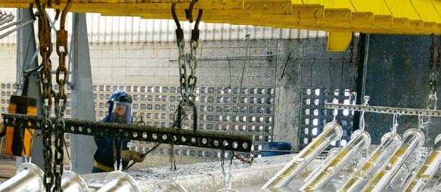 A eficiência da galvanização a fogo no aumento da vida útil dos tubos