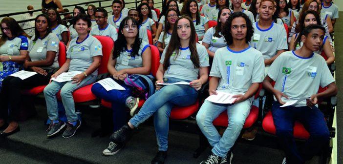 Estudantes da Rede Pública de Santa Cruz ganham bolsa por bom desempenho escolar